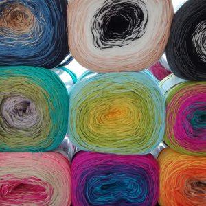 Enkele van de 12 kleurvarianten.